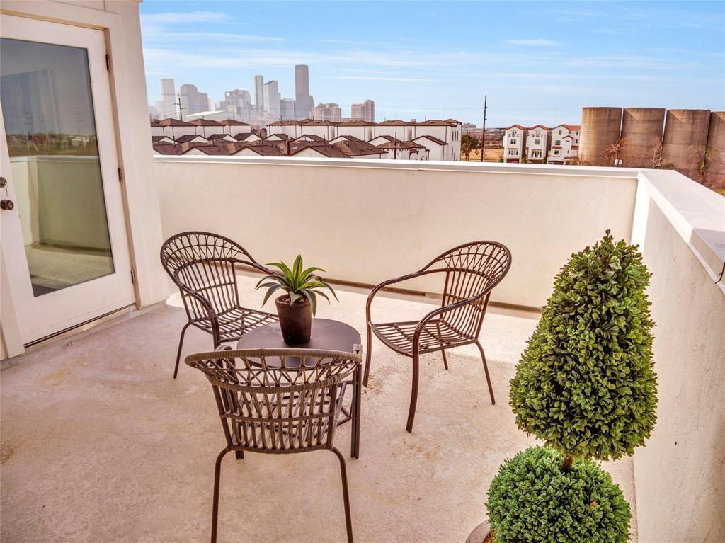 Townhomes EaDo Houston, balcony